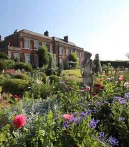 Beautiful Yarlington House & Gardens